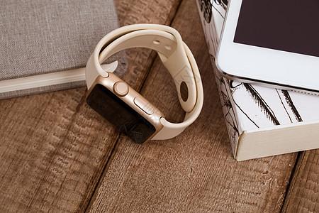 复古风智能手表手环摆拍图片