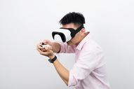 虚拟现实VR眼镜射击场景图片