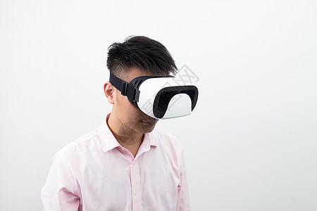 模特头戴VR眼镜图片