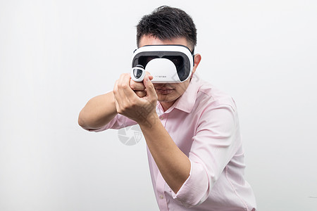 VR虚拟现实拿枪动作图片