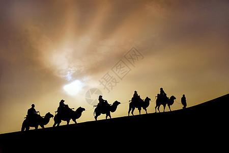 鸣沙山骆驼队图片