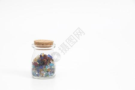 装在玻璃瓶里的彩色水晶石图片