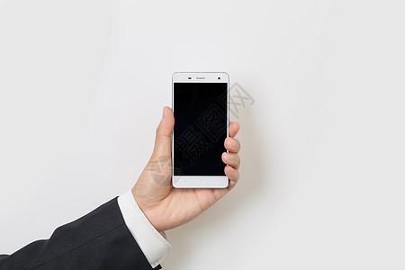 商务人士手持智能手机图片