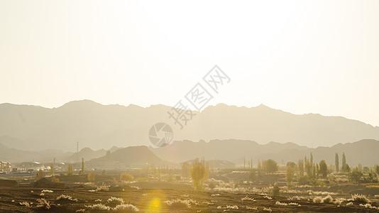 傍晚丹霞地貌山脉图片
