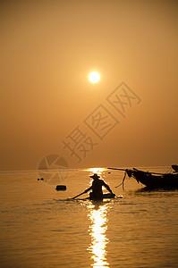 渔民捕鱼照图片