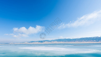 天空之镜蓝天白云青海湖图片