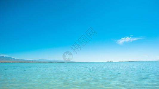 茶卡盐湖湖面图片