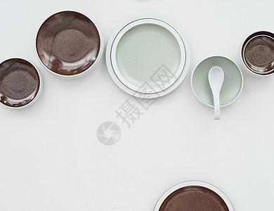 桌面上的餐具图片