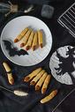 万圣节女巫手指饼干创意场景特写图片