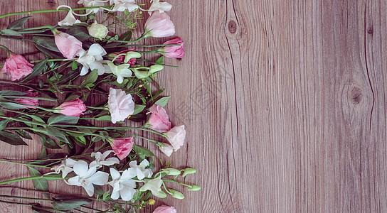 木板上的花图片