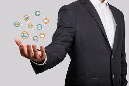 商务人士拿着手机后的科技生活图片