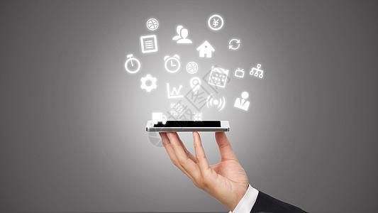 商务男士手托展示智能手机信息图片