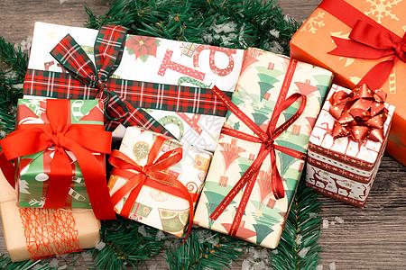 圣诞风十足的礼物包装图片