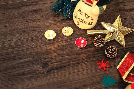圣诞温馨蜡烛雪人木质背景图片