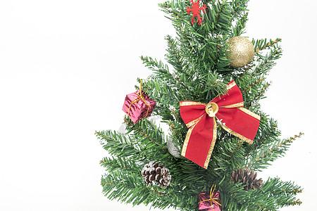 点缀满礼物的圣诞树和礼物图片