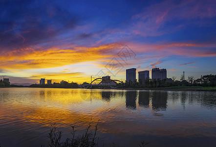 夕阳下的临桂新区图片