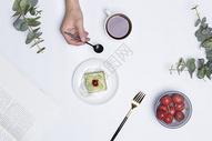 桌面上的食品图片