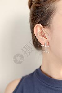 清新文艺美女耳朵耳环特写图片