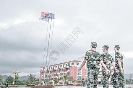 军人背影高清图片