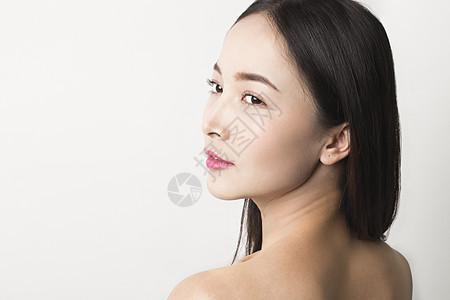 棚拍美女侧脸简单妆容照图片