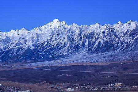 大气磅礴的山图片