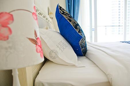 酒店客房床铺服务图片