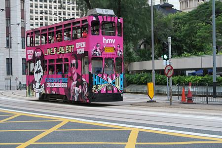 香港公路上红色双层大巴车图片