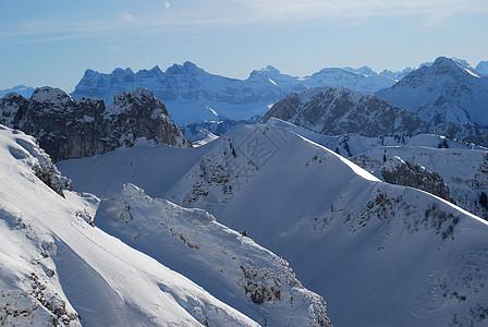 高耸的雪山图片