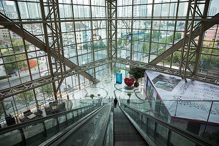 城市商场时尚购物设施图片