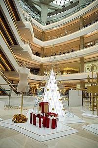 商场圣诞节温馨时尚装饰图片