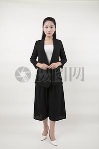 棚拍职业女性黑色套装图片