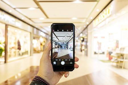 商场超市手机购物消费场景图片
