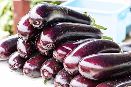 新鲜的紫色茄子图片