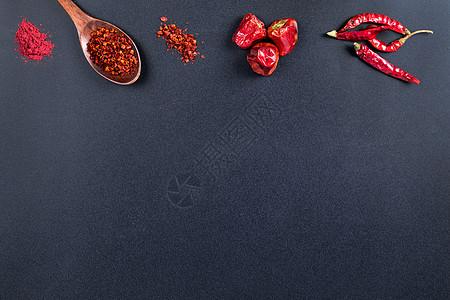 红色辣椒黑色底设计素材图片
