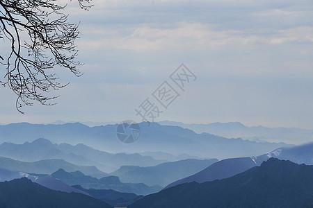 层叠的山脉图片
