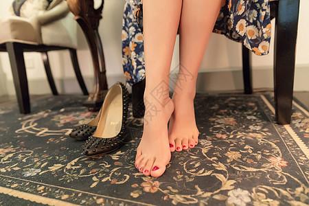 知性美女双脚高跟鞋展示图片