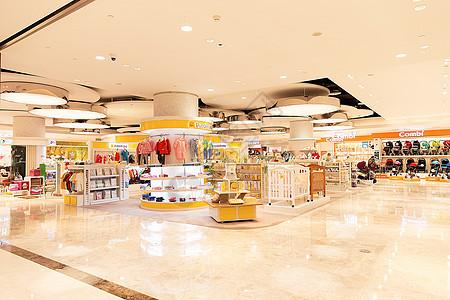 大型商场衣物购物场景图片