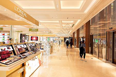 化妆品女性购物场景展示图片