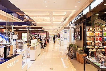 高档商场化妆品购物场景图片