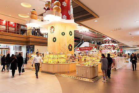 城市商场圣诞装扮圣诞树图片