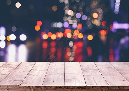 木板桌和光斑背景图片