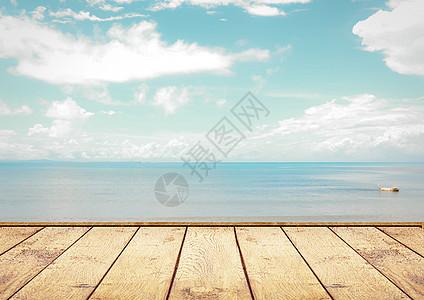 木板空处的海景图片