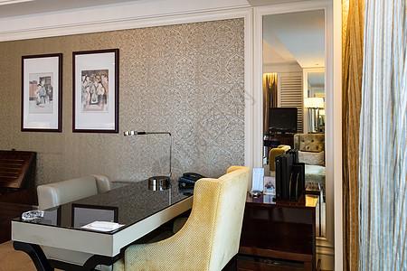 酒店商务套房环境图片