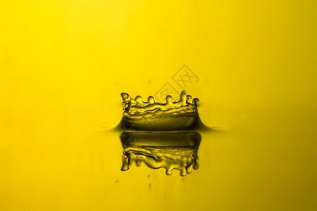 高速通透水滴摄影图片