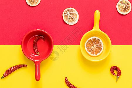 柠檬片红辣椒撞色背景素材图片