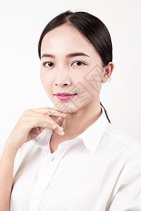 棚拍女性标准笑容妆面图片