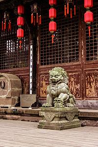 镇守庙宇的石狮图片