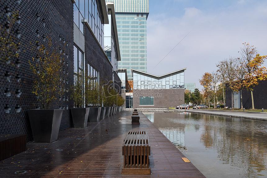 唯美图片 建筑地标 上海图书馆建筑设计环境jpg