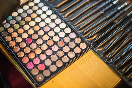 化妆师工具眼影盘粉刷图片