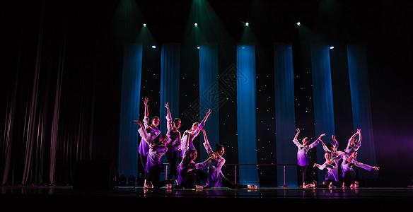 女性舞者舞蹈把杆表演身韵图片
